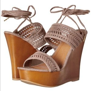 NIB Qupid Kendall Wedge Sandals. Sz 8 1/2